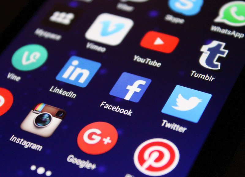 Can Social Media Recruiting Replace Direct Professional Search Services?